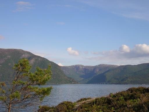 slide 8 Over-fjorden-mot-soer